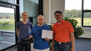 Winner of the SMI Programming Competition 2015: Dimitri Heil (middle) with his supervisors Patrick Renner (left) and Dr. Thies Pfeiffer (right)